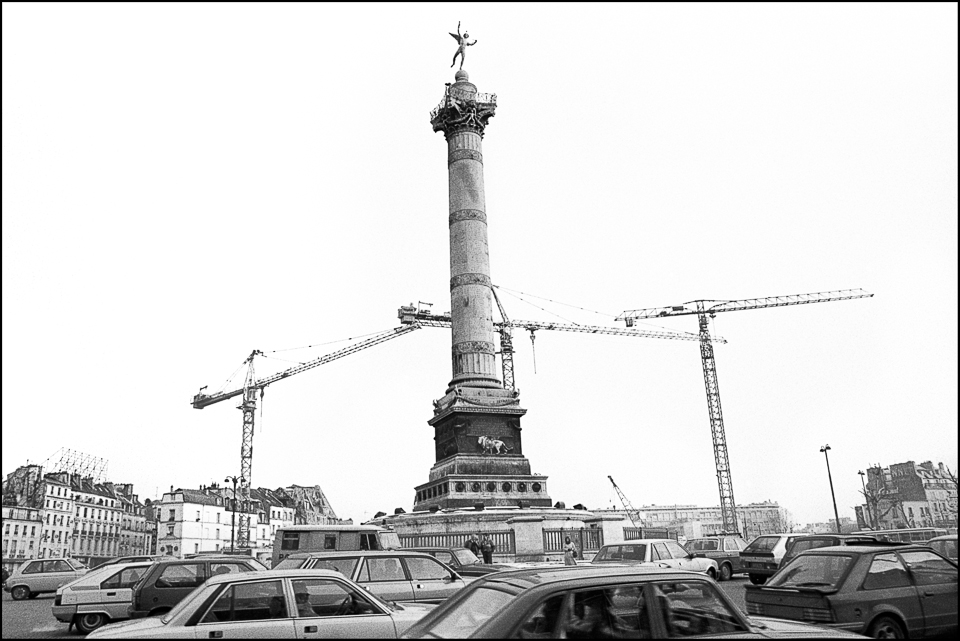 Black and white photography of the Place de la Bastille