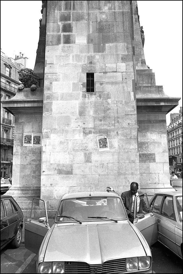 Porte St Denis Paris black and white photograph
