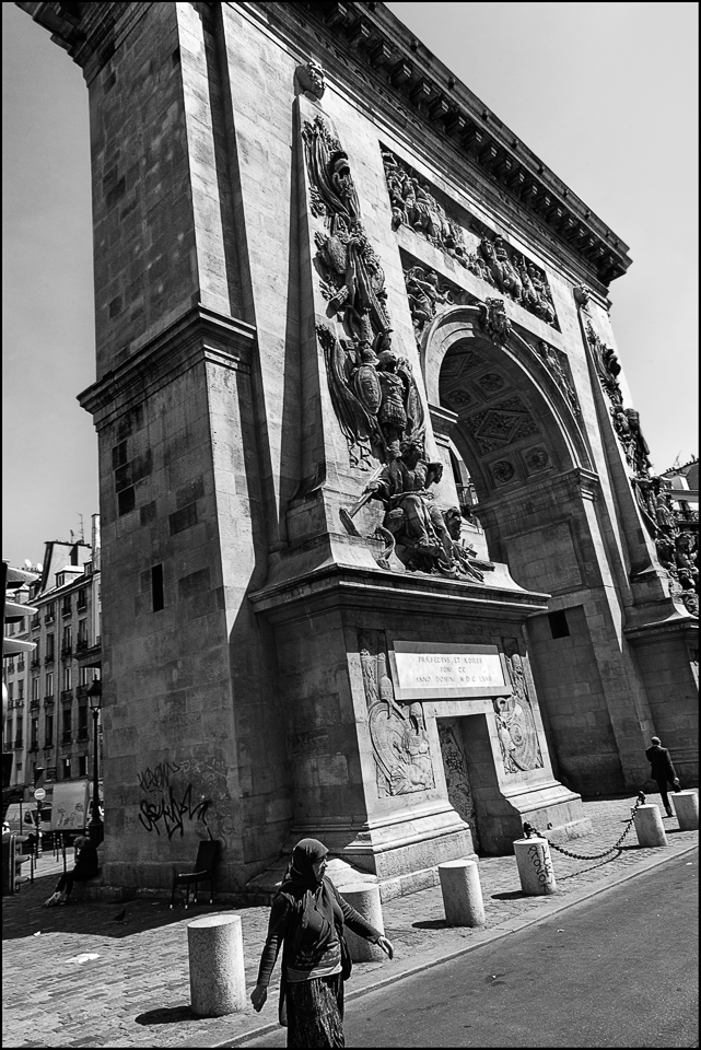 Porte_St_Denis_black_and_white_photos-4